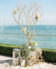 Rustic Driftwood Wedding Ideas / http://www.deerpearlflowers.com/driftwood-wedding-decor-ideas/2/
