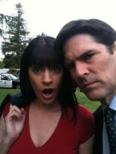 Paget Brewster / Thomas Gibson