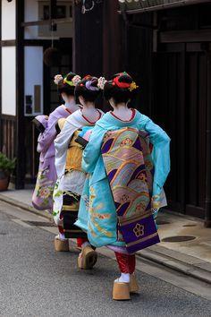 Satsuki (in blue) and Okiya sisters Japanese Geisha, Japanese Beauty, Japanese Kimono, Japanese Art, Japan Tag, Geisha Art, Turning Japanese, Nihon, Mori Girl
