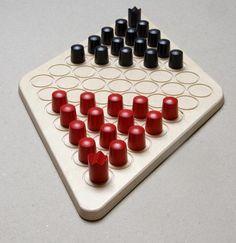 Baran  https://boardgamegeek.com/boardgame/33790/baran  7.35/10?  http://www.steffen-spiele.de/fileadmin/Spiele/PDFs/Baran.pdf  https://www.connexxion24.com/Boardgames/Steffen-Games/BARAN-or-the-king-goes-for-a-walk::703.html