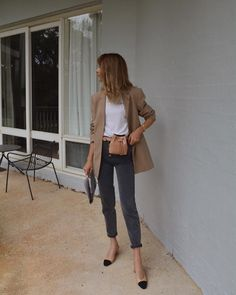 20 these outfits prove that a beige blazer is a must have 15 Older Women Fashion, Womens Fashion Online, Curvy Fashion, Latest Fashion For Women, Look Fashion, Autumn Fashion, Fashion Outfits, Fashion 2018, Fashion Trends