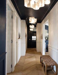 appartement vincennes deco decoration paris blog couloir plafond noir bleu parquet bois style haussmannien lampe nuage de Thierry Vidé Design #deco #decoration #couloir #plafond #bleu #blue #parquet #bois #lampe  #suspension #nuage #design #style #haussmannien #homedecor #homedesign #honesweethome