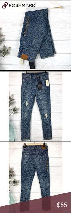 LUCKY BRAND Animal Print Petite Skinny Ankle Jeans Fun and spunky NWT animal print cropped skinny Lucky Brand Jeans! 99% cotton, 1% spandex. Size 26. (O-1. D.) Lucky Brand Jeans Ankle & Cropped