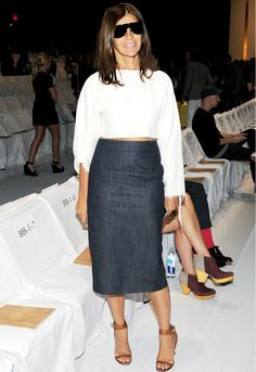 Fashion editor and stylist Carine Roitfeld gives tips on developing a unique sense of style Fashion Editor, Fashion Models, We Wear, How To Wear, Carine Roitfeld, Skirt Fashion, Casual Looks, Dame, Nice Dresses