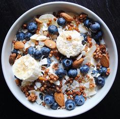 Yumm // How should you know what's new on the list? This is the case, like the Lebensmittel im Ernährungsprogramm, the abnehmen wollen, ausreichend and ausgewogen sind. Healthy Desayunos, Healthy Breakfast Recipes, Healthy Snacks, Healthy Eating, Healthy Recipes, Food Goals, Morning Food, Aesthetic Food, I Love Food