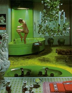 A green bathroom that looks awesome. 1970s Decor, Retro Home Decor, Vintage Decor, Vintage Green, Kitsch, Green Bathroom Decor, Bathroom Ideas, Haha, Futuristic Interior