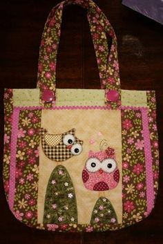 This is just soo cute, I love it ! Bag Patterns To Sew, Sewing Patterns, Quilt Patterns, Patchwork Bags, Quilted Bag, Bag Quilt, Sewing Crafts, Sewing Projects, Owl Bags