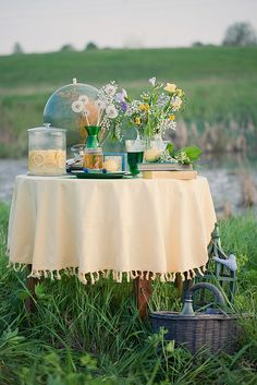 Lovely spring picnic for two. I have  ALWAYS wanted to do something like this <3