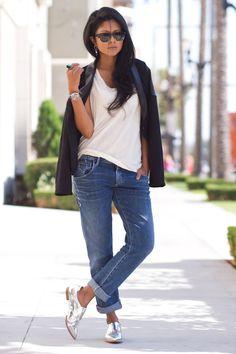 silver shoes & boyfriend jeans Source by aibynl boyfriends Oxford Shoes Outfit, Tennis Shoes Outfit, Classy Outfits, Chic Outfits, Fashion Outfits, Jeans Boyfriend, Mom Jeans, Fashion Models, Style Work