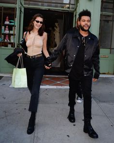 The Weeknd picks up bra on stage as girlfriend Bella Hadid looks on Bella Hadid Outfits, Bella Hadid Style, Abel And Bella, Isabella Hadid, 2000s Fashion Trends, Supermodels, Celebrity Style, Street Wear, Fashion Outfits