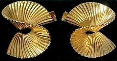 c. 1980's (?) TIFFANY & COMPANY 18 KT GOLD (750) RUFFLE / SWIRL / RIBBON / 3-D PIERCED EARRINGS!