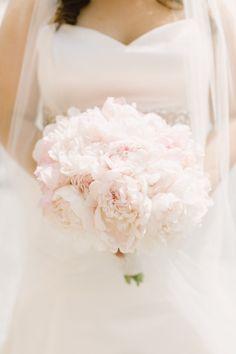 Blush peony bouquet: http://www.stylemepretty.com/iowa-weddings/2015/03/12/elegant-blush-gold-summer-wedding/ | Photography: Aly Carroll - http://www.alycarroll.com/