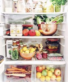Store food in the fridge, however, there are some food items that you should never store in the refrigerator despite such popular belief Refrigerator Organization, Kitchen Organization Pantry, Kitchen Pantry, Kitchen Decor, Organized Fridge, Fridge Storage, Food Storage, Organization Ideas, Fridge Cleaning