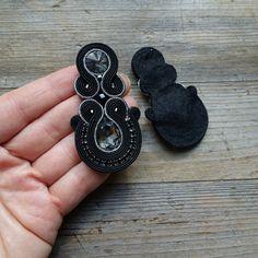 Black soutache earrings orecchini soutacheBoucles | Etsy Small Earrings, Black Earrings, Unique Earrings, Diy Earrings, Tassel Earrings, Earrings Handmade, Handmade Jewelry, Fabric Jewelry, Boho Jewelry