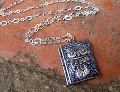 owl locket! must have...
