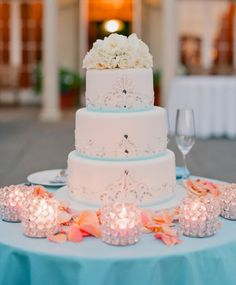 Love everything about this. The color contrast and the cake is still mostly white. Presentation is perfect.