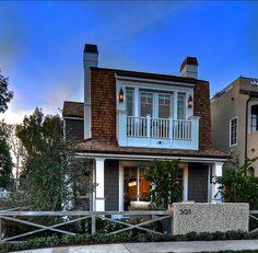 Stylish Beach House with Coastal Interiors - Home Bunch - An Interior Design & Luxury Homes Blog