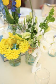 Photo by Shan Cunningham photography. Flowers by Mayumi at Pricanti Floral Designs.