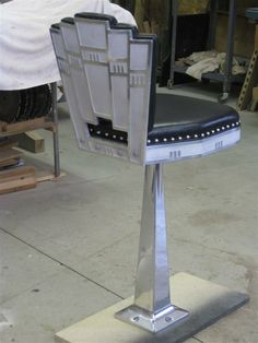 Art Deco bars stool in leather and aluminum