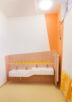 Kita Sinneswandel - nach dem Umbau Kindergarten Interior, Kindergarten Design, School Bathroom, Bathroom Kids, Daycare Design, School Design, Montessori, Hotels For Kids, Kids Toilet