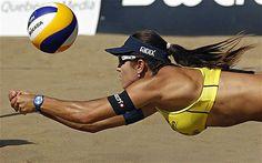 Summer game or sport: beach volleyball Volleyball Rules, Beach Volleyball Girls, Women Volleyball, Foto Sport, Sport Treiben, Sport Girl, Mikasa, Most Popular Sports, Sports Stars