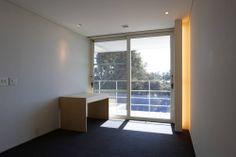 House Overlooking The Sea / Edward Suzuki Associates - desk