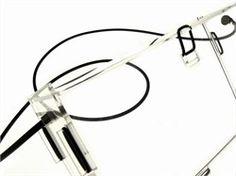 PLEXI BAG - La Sbirciatina - LAB21 in collaborazione con FIRMA ha realizzato innovative borse componibili realizzate in plexiglas dai colori fluo e con texture dal forte impatto visivo e provocatorio. Ripensando la produzione con un approccio industrial chic, gli elementi prevedono tagli laser ad hoc che garantiscono precisione e semplicità di montaggio, generando uno stravolgimento delle dinamiche di base dell'industria della moda. #industrialchic #chic #fashion #acrylicdesign…