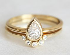 Diamond Ring Set Pear Diamond Engagement ring with V by capucinne