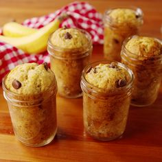 Baking Mason Jar Banana Bread — Mason Jar Banana Bread Recipe How To Video Easy Desserts, Delicious Desserts, Dessert Recipes, Yummy Food, Baking Desserts, Mason Jar Meals, Meals In A Jar, Mason Jars, Baking Recipes