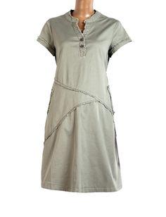 Chiếc đầm bầu khaki này dành cho các Mom thích sự năng động, trẻ trung, nhưng cũng rất thùy mị nhé các Mom. Thời trang bầu Anna Nina luôn có những sản phẩm dành cho tất cả các Mẹ đấy nhé