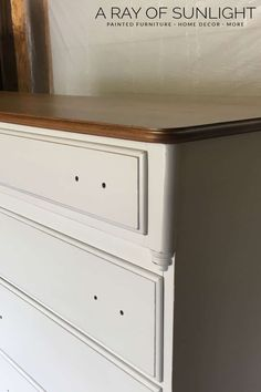 The easiest way to paint a dresser is to paint it with chalk paint! Here is how to spray paint a dresser with chalk paint! Spray Paint Dresser, Chalk Spray Paint, Spray Paint Furniture, Blue Painted Furniture, Distressed Furniture Painting, Spray Paint Cans, Painted Dressers, Spray Painting, Milk Paint