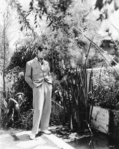 Robert Montgomery The man just knew how to dress well. Robert Montgomery, Elizabeth Montgomery, Casual Wear For Men, Private Life, Golden Age Of Hollywood, Portrait Inspiration, Man Photo, Well Dressed, Nice Dresses