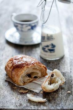 Cafe au lait et pain au chocolat = the best breakfast.