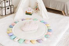 【サニーマットの作り方】絶対に完成までたどり着ける!作り方5つのポイント | ママディア Baby Crafts, Diy And Crafts, Baby Corner, Baby Supplies, Kid Spaces, Diy Toys, Cool Baby Stuff, Handmade Baby, Rugs In Living Room