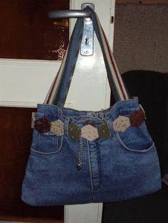 Jeans bag with hexagon Denim Handbags, Denim Tote Bags, Denim Purse, Jean Diy, Blue Jean Purses, Denim Ideas, Denim Crafts, Old Jeans, Recycled Denim