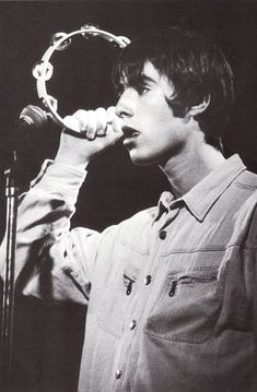 be cunning & full of tricks - liam gallagher Music Love, Good Music, Liam Oasis, Oasis Lyrics, Liam Gallagher Oasis, Liam Gallagher 1994, Noel Gallagher Young, Liam And Noel, Oasis Band