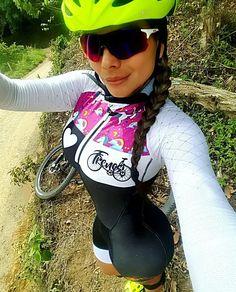 Photo Road Bike Women, Bicycle Women, Bicycle Girl, Cycling Girls, Cycle Chic, Bike Style, Sporty Girls, Sports Women, Athletic Women