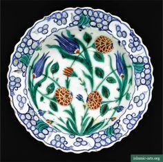 AN IZNIK POLYCHROME POTTERY DISH, TURKEY, CIRCA 1575