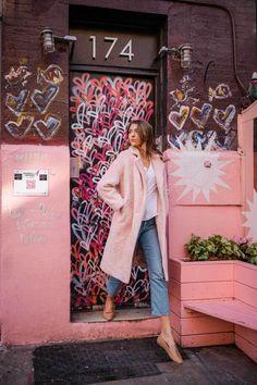 Portrait Photography Poses, City Photography, Photography Branding, Photo Poses, Photography Ideas, Photo Shoot, Restaurant Design Vintage, Vintage Design, Pink Restaurant