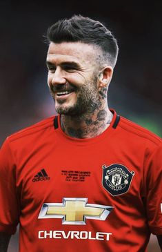 World Soccer News Manchester United Players, Manchester United Football, Soccer News, Nike Soccer, Soccer Cleats, Manchester City Wallpaper, David Beckham Style, David And Victoria Beckham, Soccer Pictures