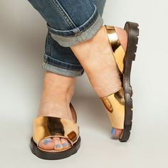 The schuh Pop sandal now comes in gold. Enough said. @schuhshoes