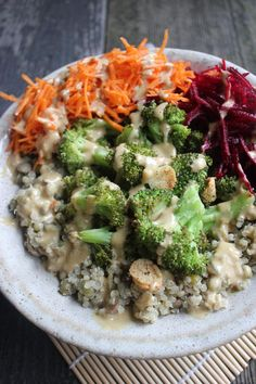 NOURISH BOWL WITH NO-COOK HOMEMADE MISO GRAVY | hearty and comforting nourish bowl with quinoa, lentils and mung beans {plant-based, vegan, gluten free}