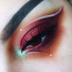 Absolutely adore this look by @succuvus using our loose pigment Sordid! Beautiful
