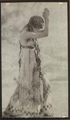 De Meyer, Adolf La Grande Nymphe dans le ballet de Nijinski Collotype, 1913, 21,4 x 12,2 cm Paris, musée d'Orsay
