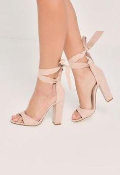 Sandales nude à talons carrés et rubans