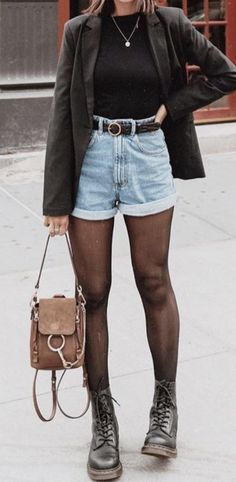 outfits to wear with doc martens - outfits to wear with doc martens ; outfits to wear with doc martens casual ; outfits to wear with doc martens jeans ; outfits to wear with doc martens grunge Urban Outfitters Outfit, Look Fashion, Fashion Models, Street Fashion, Woman Fashion, Fashion Fall, 90s Fashion, Fashion Styles, Latest Fashion