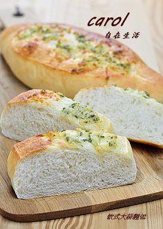 Carol 自在生活 : 軟式大蒜麵包