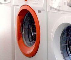 Si necesita reparar su lavavajillas en Madrid puede acudir a nosotros. El mal funcionamiento de las bombas de evacuación del equipo, que los botones del cuadro de mandos no respondan o lo hagan mal y que haya defectos en el suministro de agua suelen ser las causas más habituales de las averías en los lavavajillas.