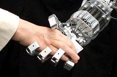 Hand in Hand mit den Robotern arbeiten. Cufflinks, Accessories, Philosophy, Innovation, Tecnologia, Future Tech, Media Studies, Means Of Communication, Medicine