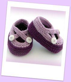 """*+Dies sind die Babyschuhe, die bei Eltern.de unter """"Komm in die Puschen"""" empfohlen werden.+*    Handgestrickte Baby-Schuhe mit X-Strap aus 100 % supe"""